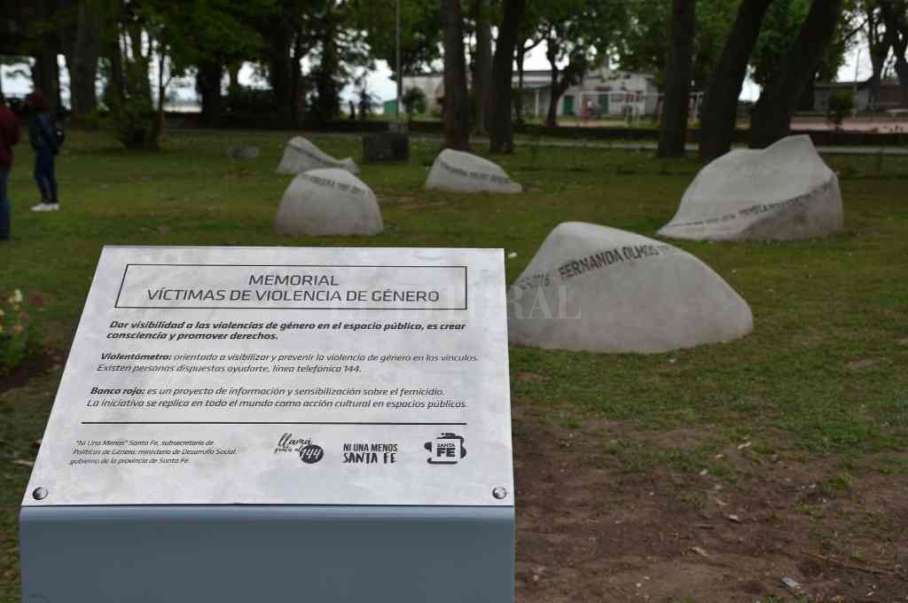 En la Costanera oeste, el memorial inaugurado a fines de 2019 recuerda a las víctimas de violencia de género.    Crédito: Archivo/ Flavio Raina
