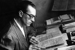 Antecedentes y creación de la Orquesta Sinfónica de Santa Fe - El maestro Washington Castro, primer director de la Orquesta, retratado por Danilo Birri para este diario. -
