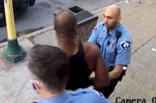 Acusan formalmente a otros tres policías involucrados en el crimen de George Floyd -  -