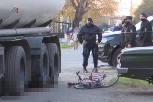 Un hombre murió tras ser aplastado por un camión cisterna en Rosario -  -