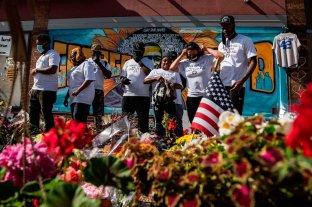 Estados Unidos prepara el último adiós a George Floyd - La familia de Floyd en el memorial que se armó en Minneapolis -