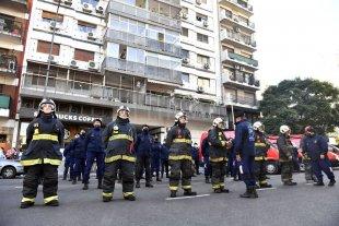 Policías y Bomberos homenajearon a los fallecidos en el incendio de Villa Crespo