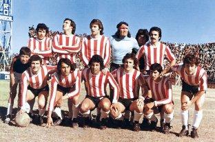 """""""Ese gran unionista de apellido Rodrigo"""" y el  fin de la racha invicta de Colón de 18 partidos - Una de las formaciones de Unión en ese 1975. De pie: Silguero, Jáuregui, Merlo, Gatti y Trullet. Agachados: Mastrángelo, Luque, Fredes, Marchetti, Tojo y Espósito. La mayoría de estos jugadores estuvieron en aquél encuentro en la cancha de Vélez. -"""