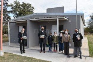 El sueño de ser propietario: pusieron en marcha una fábrica de ladrillos, hicieron 8 casas y van por 8 más