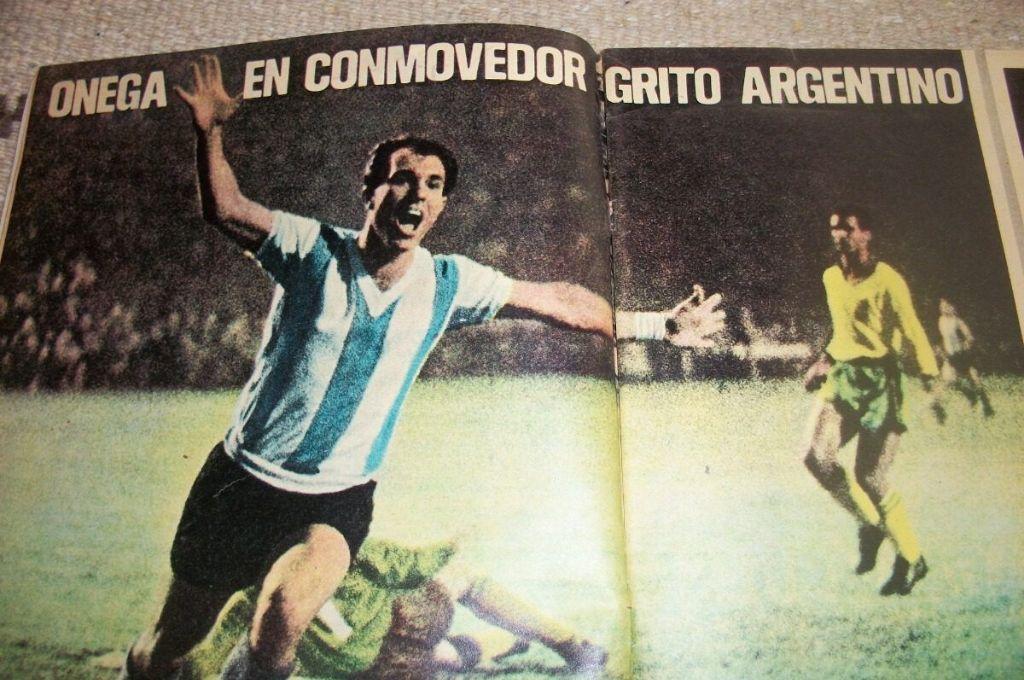 """Ermindo Onega y su grito de gol. Fue el tanto que abrió el marcador en el Pacaembú. Luego llegaron las dos anotaciones de la """"Oveja"""" Telch. Crédito: Archivo"""