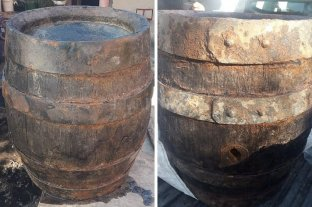 """La bajante del Paraná dejó al descubierto un barril de """"alto valor histórico"""" - Barril hallado en las costas de Puerto Gabaoto gracias a la bajante del río."""