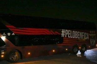 Apedrearon el micro del Benfica y dos jugadores sufrieron heridas