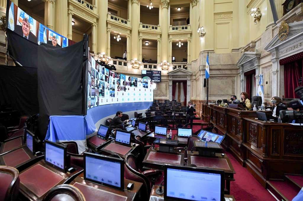 """Cristina Fernández presidió la sesión en la que el Frente de Todos dio el primer paso para sacarle el manejo delas """"escuchas"""" judiciales a la Corte. Crédito: Noticias Argentinas"""