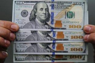 El dólar oficial abrió este viernes a $ 70,75 y el blue se vende a $ 123