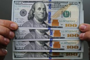 El dólar blue escala a 127 pesos