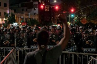 Cerca de 250 manifestantes detenidos en Nueva York por desafiar el toque de queda