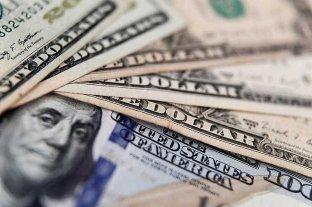 """El dólar oficial opera estable y el """"blue"""" se vende a $ 127 -  -"""