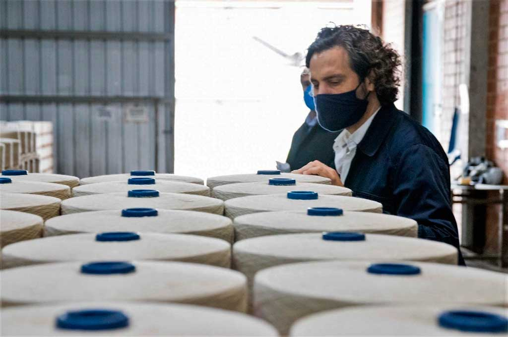 El Jefe de Gabinete visitó una fábrica textil en Puerto Tirol, provincia de Chaco Crédito: Gentileza