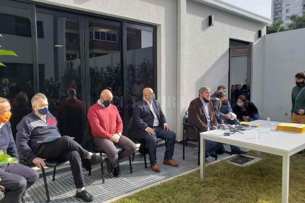 La comisión presentó su informe en uno de los patios del anexo de la Cámara de Diputados.  Crédito: Cámara de Diputados