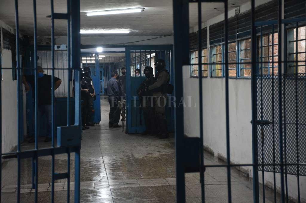 En los establecimientos penitenciarios, las visitas continúan interrumpidas desde el inicio de la cuarentena, lo que genera protestas casi a diario.  Crédito: Archivo El Litoral / Flavio Raina