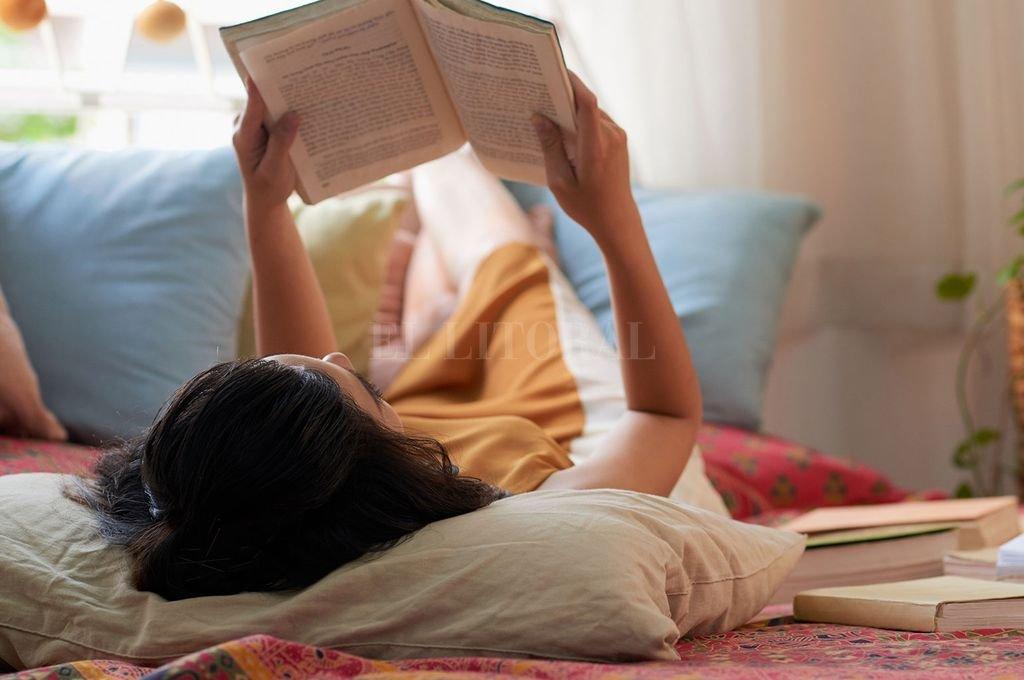 Ciertos libros son una epifanía, un asomarse a lo que está por venir, que nos ayuda a saber quiénes somos, qué somos y qué podemos ser. Crédito: Archivo El Litoral
