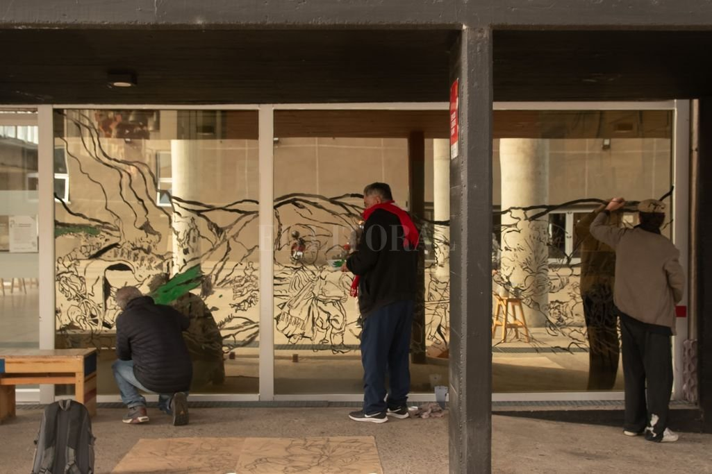 """""""El Dibujante del Pueblo"""" reunió al Círculo de Dibujantes Santafesinos con trabajadores del lugar y público en general. Crédito: Gentileza Ministerio de Cultura"""