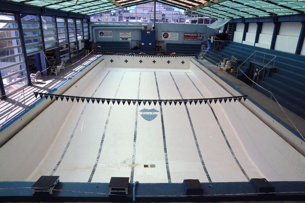 Al agua, no. Todavía no está permitido el uso de los natatorios en la provincia. Crédito: Luis Cetraro