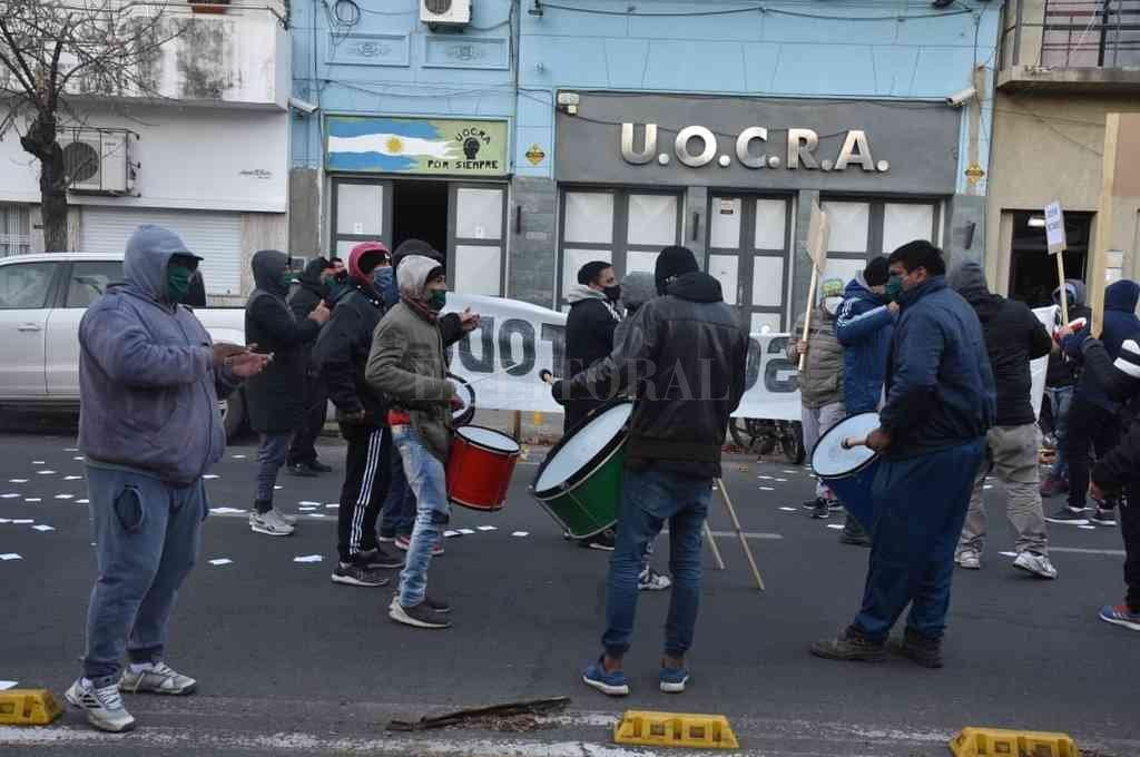 Según denunciaron muchos trabajadores quedan excluidos de la posibilidad de acceder a las obras y quedan en la calle. Crédito: Guillermo Di Salvatore