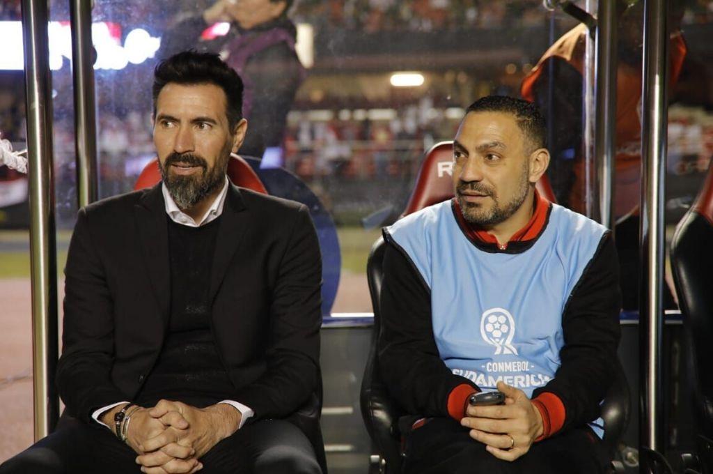 Gustavo Mahmed junto a Eduardo Domínguez la inolvidable noche de la victoria en el Morumbí ante San Pablo. Crédito: Carolina Niklison - Agencia Efedos