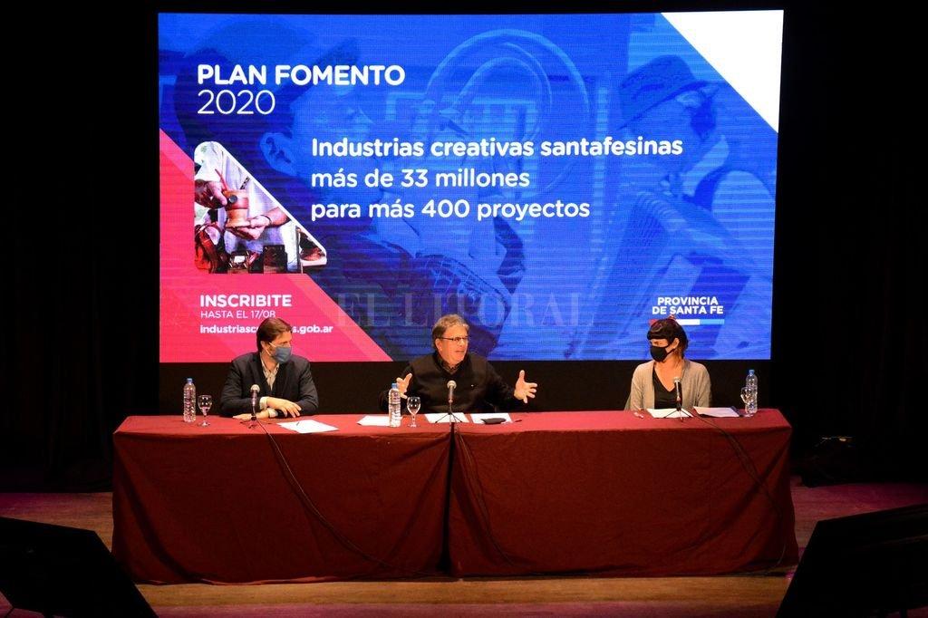Las autoridades provinciales estuvieron acompañados vía streaming por referentes del área de cultura y artistas. Crédito: Gobierno de Santa Fe