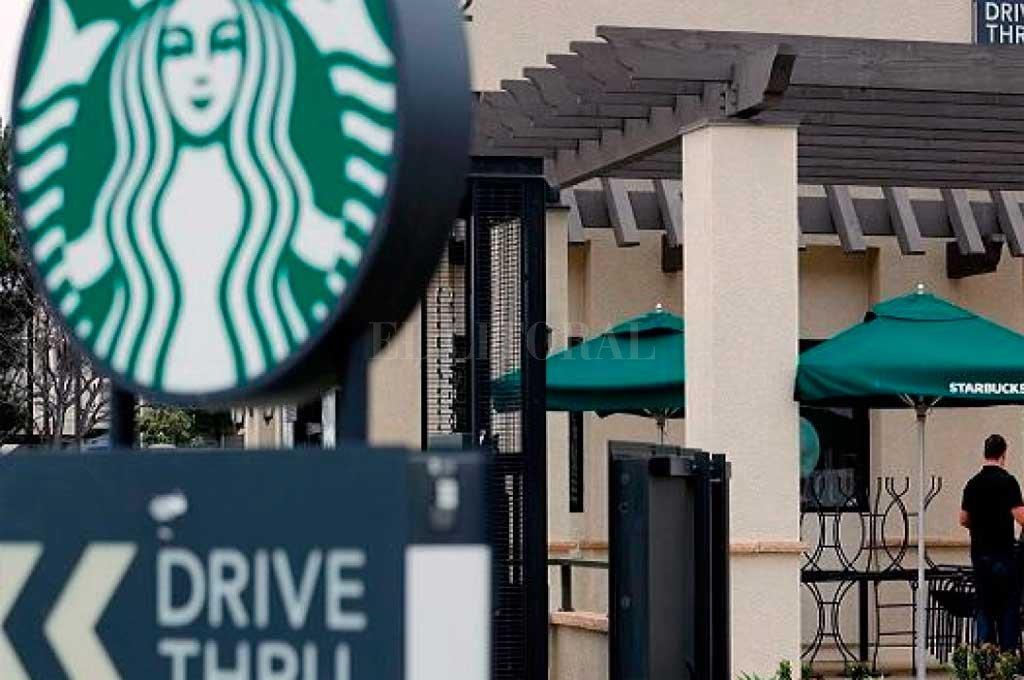 Starbucks fue una de las últimas compañías que anunció que deja de publicitar en el gigante de las redes sociales. Crédito: Gentileza