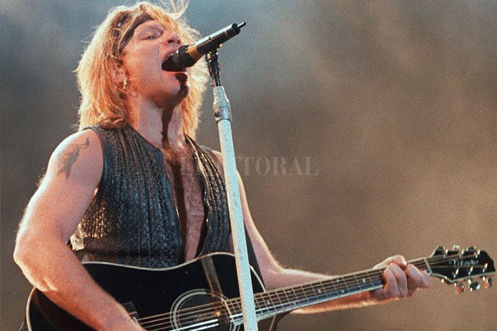 Jon Bon Jovi en un recital en el estadio de River Plate en 1995.  Crédito: Archivo El Litoral