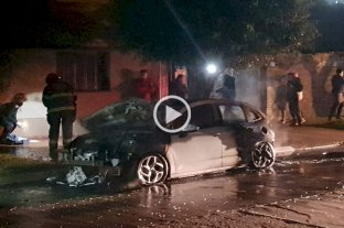Video: incendiaron un auto en barrio Fomento 9 de Julio -  -