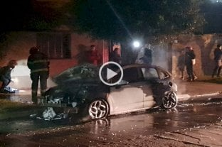 Video: incendiaron un auto en barrio Fomento 9 de Julio