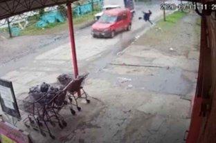 Un hombre fue atropellado por ladrones que escapaban de la policía