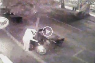 Video: Así robaron la moto de un cadete en pleno Bulevar Gálvez