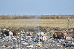 Arroyo Leyes: marcha y petitorio para reclamar por el basural al cielo abierto