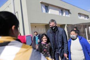 Jatón participó de la entrega de viviendas en barrio Acería