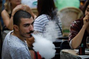 """España """"avisa"""" que los cigarrillos pueden transmitir la Covid-19"""