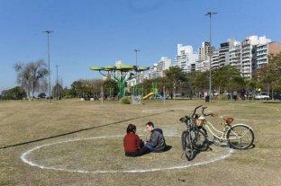 Pintaron círculos en parques rosarinos para garantizar el distanciamiento en las salidas recreativas