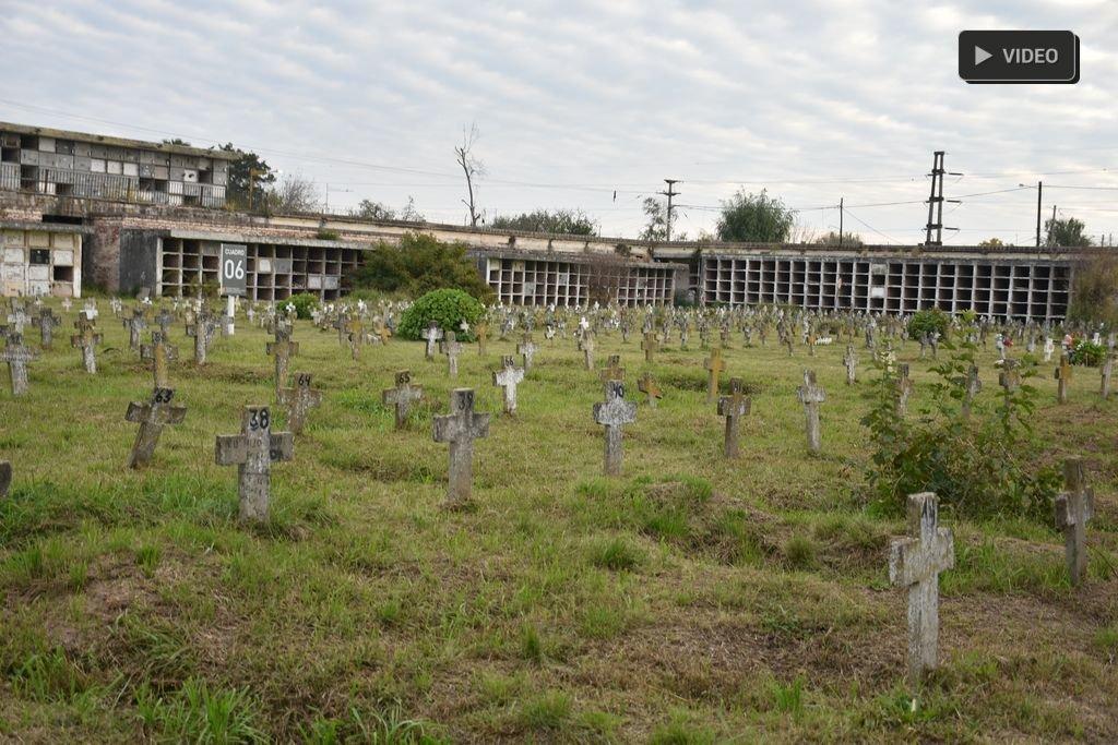 """El Cementerio sigue """"abandonado"""" y continúan las profanaciones  -  -"""