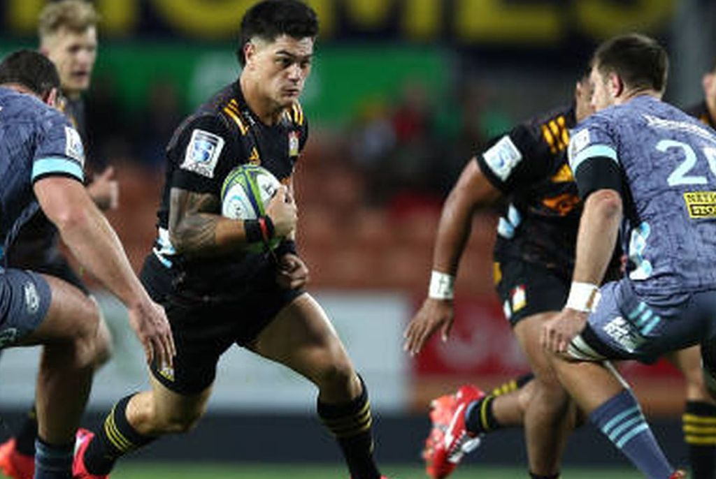 En el Waikato Stadium, el duelo entre las dos franquicias que no habían ganado ningún cotejo, culminó con una ajustada victoria visitante. Crédito: gentileza Sanzaar