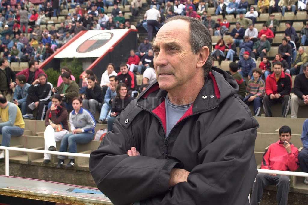 Sosa, en una de sus visitas a la cancha de Colón con Argentinos Jrs, por 2005. Crédito: Archivo El Litoral /Amancio Alem