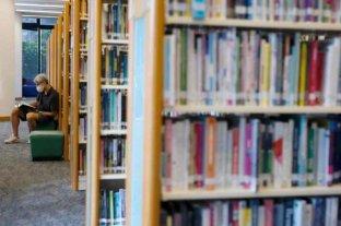 Hong Kong: retiran libros prodemocracia, prohiben material escolar e intervienen el canal estatal de televisión