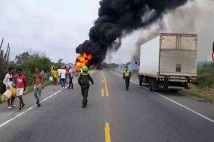 Al menos siete muertos al incendiarse un camión cisterna en Colombia