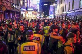 """En Reino Unido, """"los borrachos no respetan la distancia social"""""""