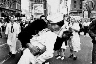 6 de julio: Día Internacional del Beso Robado