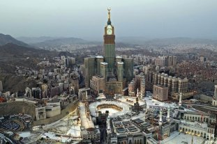 Islam: prohíben a peregrinos tocar piedra negra de La Meca