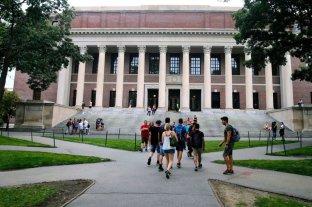 Estados Unidos podría expulsar a los estudiantes extranjeros que cursan en línea