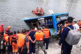 Más de 20 muertos al caer un autobús con estudiantes a un embalse en China