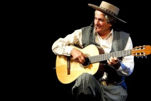 """""""Mano a mano"""" con Orlando Vera Cruz - Orlando Vera Cruz es un cantautor argentino consagrado en el folklore de Santa Fe.  -"""