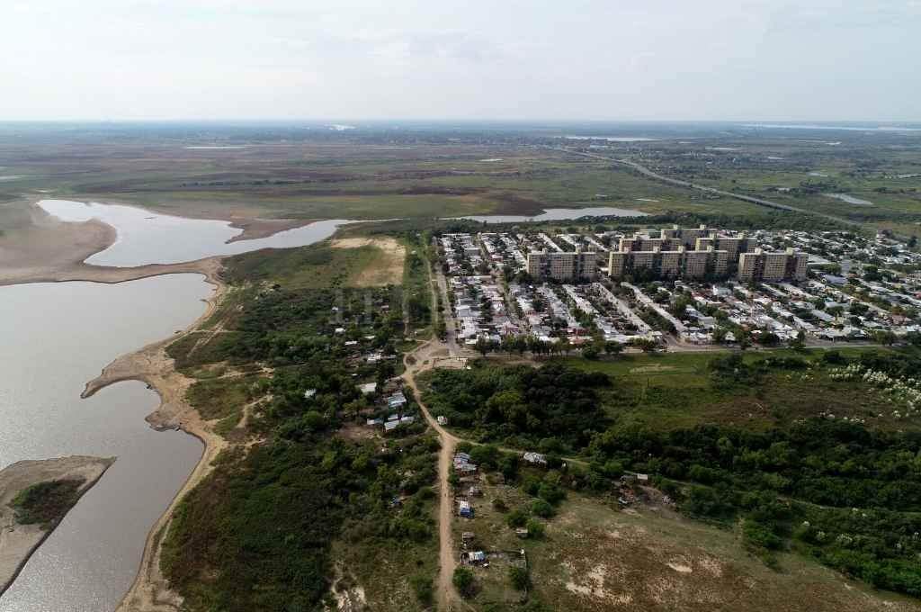 El Pozo: crece el asentamiento a fuerza de tiros y violencia -  -