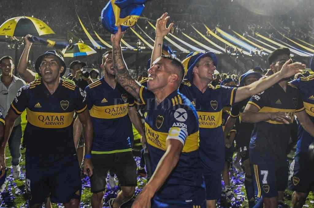 """A cuatro meses de la consagración de Boca, en la que Tevez fue actor principal por marcar el gol del campeonato, se conoció el acuerdo para la renovación del contrato de """"Carlitos"""".    Crédito: Archivo"""