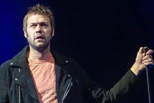 Condenaron al cantante de la banda británica Kasabian por golpear a su novia