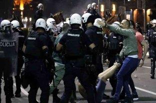 Serbia: unos 60 heridos y 23 detenidos por disturbios ante un nuevo toque de queda